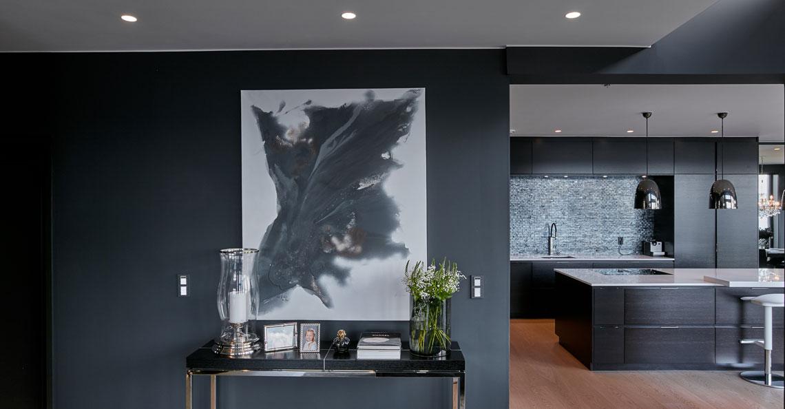 Maleri lyst opp med Unilamp belysning