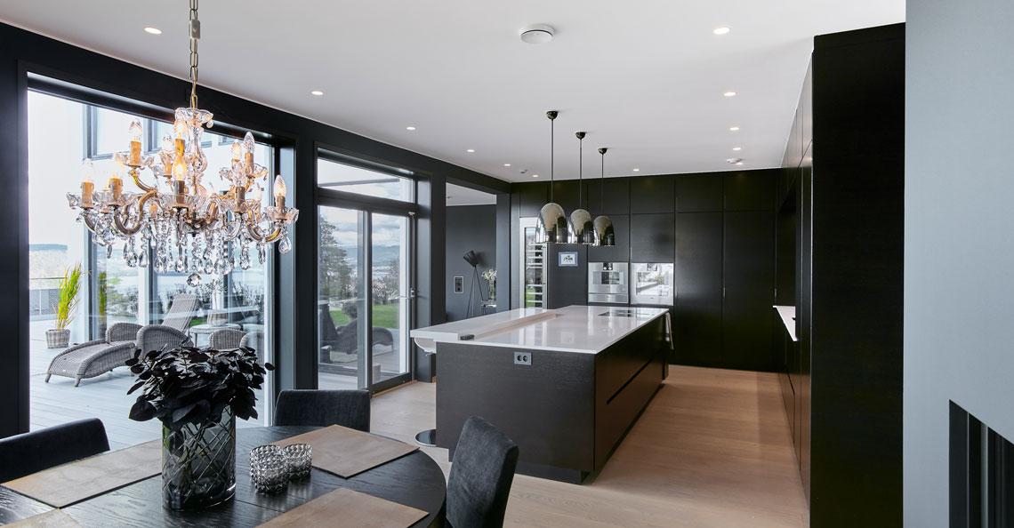 Et kjøkken trenger generellt lys, arbeidslys og stemningslys. Her med Unilamp doenlights