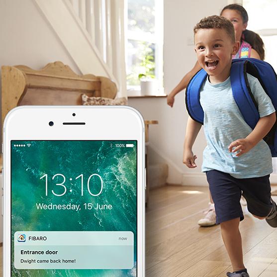 Fibaro intercom kan gi deg beskjed når barna kommer hjem fra skolen, om du ønsker det