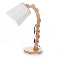 Edvaldine Bordlampe i Ask
